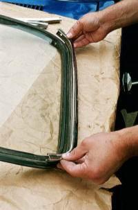 Замена лобового стекла волга
